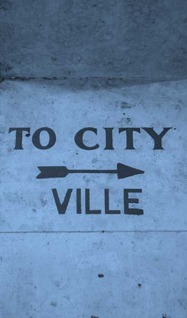 Photo of To City sign